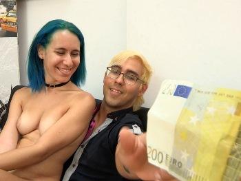 Él no es liberal, pero su novia de 18 añitos esta loca por otra polla. 200€, COMPRAMOS a Banshee y se la folla UN POLLÓN BESTIAL
